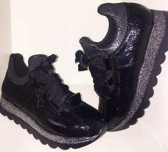 Ella sneakers